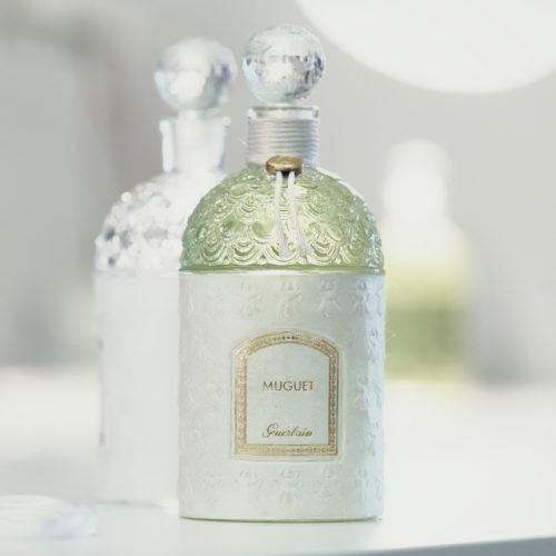 Guerlain - Bandeau en soie Sericyne gaufrée et marquée à chaud
